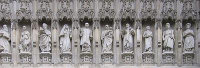 Статуи мучеников XX века